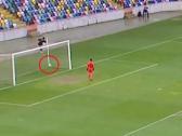 بالفيديو.. هدف رائع من منتصف الملعب في غفلة من حارس المرمى