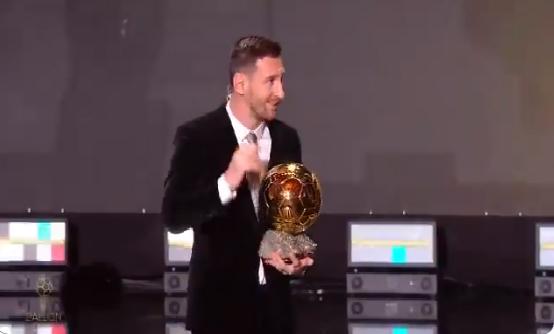 بالفيديو.. ميسي يخطف الكرة الذهبية السادسة ويفض النزاع مع رونالدو
