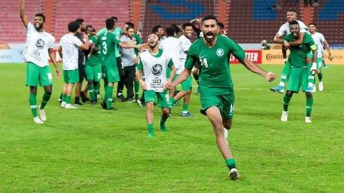 """قبل شهرين جردونا من وطنيتنا عشان ناديهم.. """"الشلوي"""" يثير الجدل قبل نهائي كأس آسيا!"""