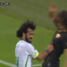 """شاهد.. ماذا فعل لاعب الأهلي """"حسين عبدالغني"""" مع لاعب الفتح؟!"""