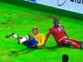 شاهد …إصابة مروعة للاعب صنداونز الجنوب أفريقي قبل مواجهة الأهلي المصري !