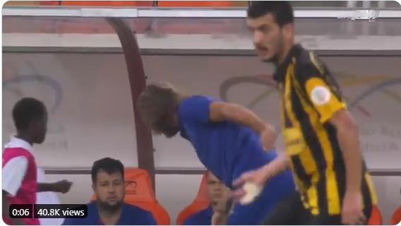 """شاهد.. لحظة إنفعال """"كارينيو"""" خلال مباراة الوحدة والاتحاد"""