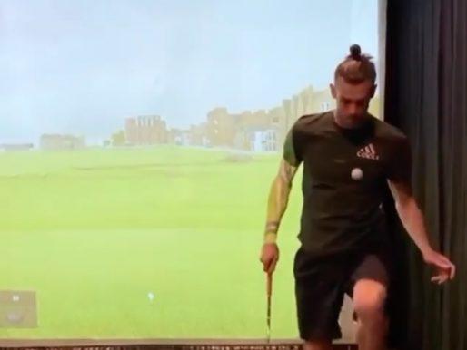 """شاهد.. """"غاريث بيل"""" يستعرض مهاراته في كرة القدم باستخدام أدوات الغولف"""